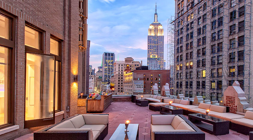 Toshi 39 s living room vip package in new york peek for Living room nyc