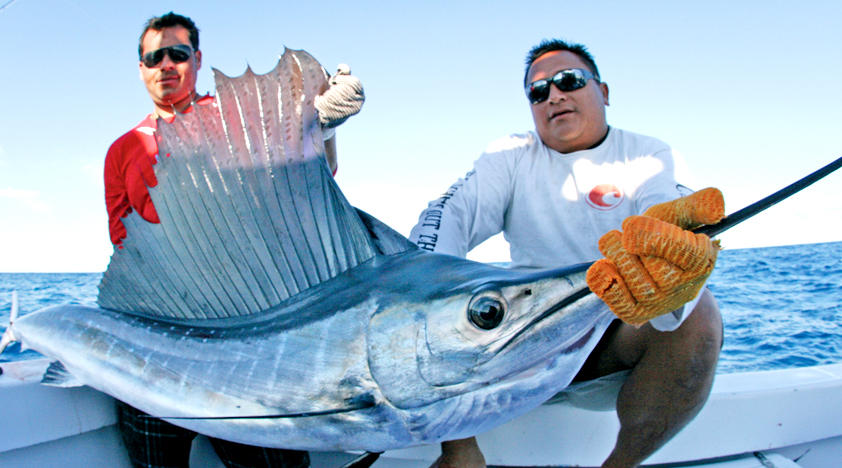 group fishing trip fishing on the isla mujeres bay in